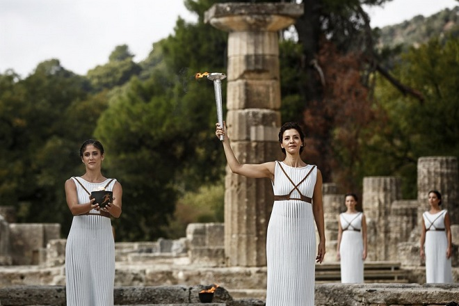 epa06283986 Greek actress Katerina Lechou (C), in the role of the High Priestess, raises the torch of the Olympic Flame during the rehearsal of the Lighting Ceremony of the Olympic Flame for the PyeongChang 2018 Winter Olympic Games in front of the Hera Temple in Ancient Olympia, Greece, 23 October 2017. The flame will make a 2,018km journey through South Korea starting on 01 November 2017. The PyeongChang 2018 Winter Olympics will be held from 09 until 25 February 2018.  EPA/YANNIS KOLESIDIS