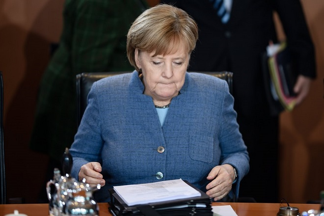 epa06343486 German Chancellor Angela Merkel sits during the beginning of the weekly meeting of the German Federal cabinet at the Chancellery in Berlin, Germany, 22 November 2017. During the 166th cabinet meeting, the acting ministers and the acting Chancellor are expected to discuss, among others, the Pension Insurance Report 2017.  EPA/CLEMENS BILAN