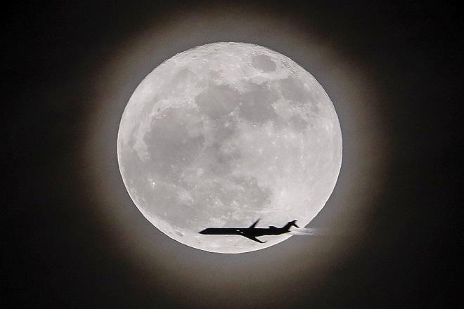 Σε ποια εταιρεία ανήκει η… Σελήνη;