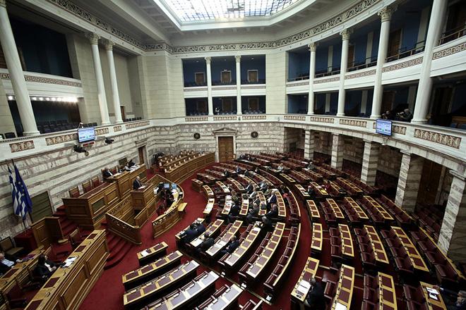 Γενική άποψη από τη συζήτηση στην Ολομέλεια της Βουλής για την κύρωση του Κρατικού Προϋπολογισμού οικονομικού έτους 2018, Αθήνα, Τετάρτη 13 Δεκεμβρίου 2017. ΑΠΕ-ΜΠΕ/ΑΠΕ-ΜΠΕ/ΣΥΜΕΛΑ ΠΑΝΤΖΑΡΤΖΗ