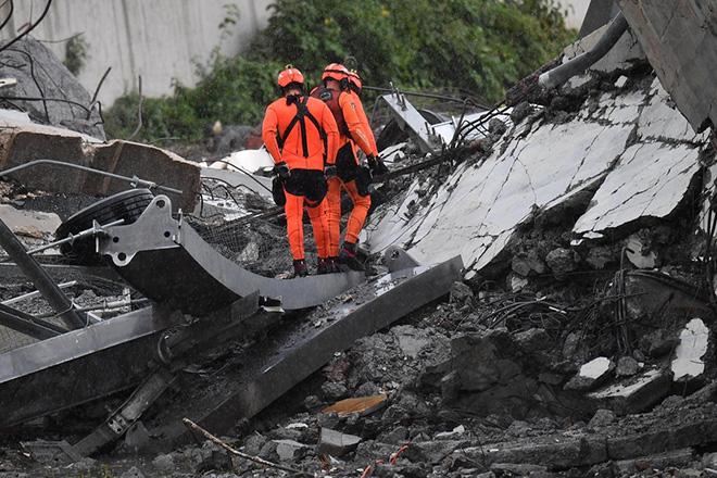 Παραμένουν από 10 ως 20 οι αγνοούμενοι από την κατάρρευση της γέφυρας στην Ιταλία