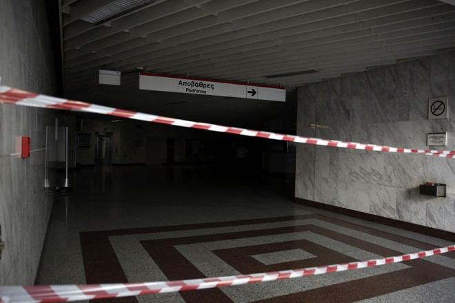 Κλειστός είναι ο σταθμός του μετρό στην Ακρόπολη, για προληπτικούς λόγους, εξαιτίας προβλήματος στην ηλεκτροδότηση από τη ΔΕΗ, Τετάρτη 22 Αυγούστου 2018. Εκτός λειτουργίας είναι η γραμμή 2 (Ανθούπουλη- Ελληνικό) του μετρό από τον σταθμό Πανεπιστήμιο έως το Ελληνικό. ΑΠΕ ΜΠΕ/ΑΠΕ ΜΠΕ/ΑΛΕΞΑΝΔΡΟΣ ΒΛΑΧΟΣ