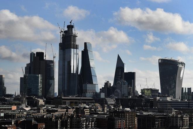 Έρευνα: Με το ένα «πόδι εκτός» της Βρετανίας μία στις τρεις επιχειρήσεις
