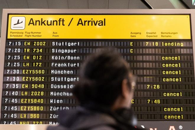 Πώς θα γίνονται τα αεροπορικά ταξίδια στην ΕΕ- Τι θα ισχύσει για μάσκες και κενές θέσεις