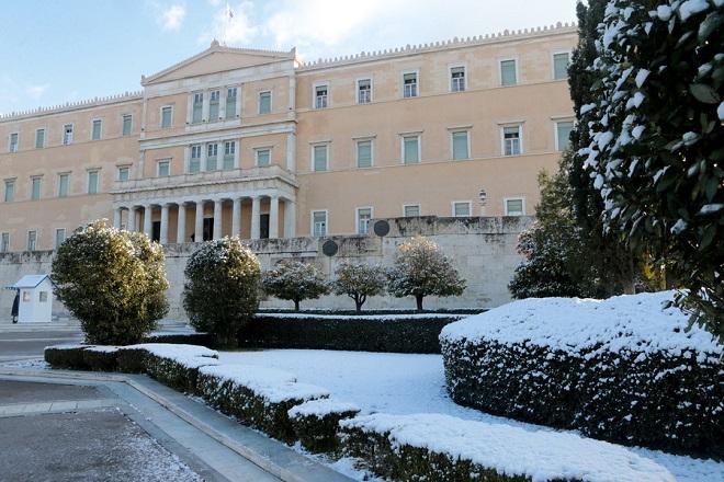 Στην Αττική η «Μήδεια»- Χιόνια και στο κέντρο της Αθήνας