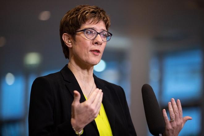 Δεν θα είναι υποψήφια Καγκελάριος η Καρενμπάουερ- Παραιτείται και από την ηγεσία του CDU