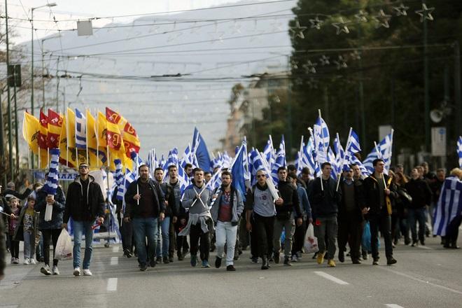 Κόσμος από όλη την Ελλάδα συμμετέχει σε συλλαλητήριο ενάντια στη Συμφωνία των Πρεσπών, στο Σύνταγμα, Αθήνα, Κυριακή 20 Ιανουαρίου 2019. Η συμφωνία κατατέθηκε από την κυβέρνηση προς ψήφιση το πρωί του Σαββάτου στη Βουλή. Το συλλαλητήριο διοργάνωσαν οι Παμμακεδονικές Ενώσεις Υφηλίου, η Πανελλήνια Ομοσπονδία Πολιτιστικών Συλλόγων Μακεδόνων, ο Φορέας Ανένδοτου Αγώνα για τη Μακεδονία και τη Δημοκρατία και η Παμμακεδονική ΗΠΑ. Η συμφωνία των Πρεσπών είναι μία διακρατική συμφωνία ανάμεσα στις κυβερνήσεις της Ελληνικής Δημοκρατίας και της πρώην Γιουγκοσλαβικής Δημοκρατίας της Μακεδονίας με σκοπό την επίλυση του ζητήματος της ονομασίας της Π.Γ.Δ.Μ. ΑΠΕ-ΜΠΕ/ ΑΠΕ-ΜΠΕ/ ΟΡΕΣΤΗΣ ΠΑΝΑΓΙΩΤΟΥ