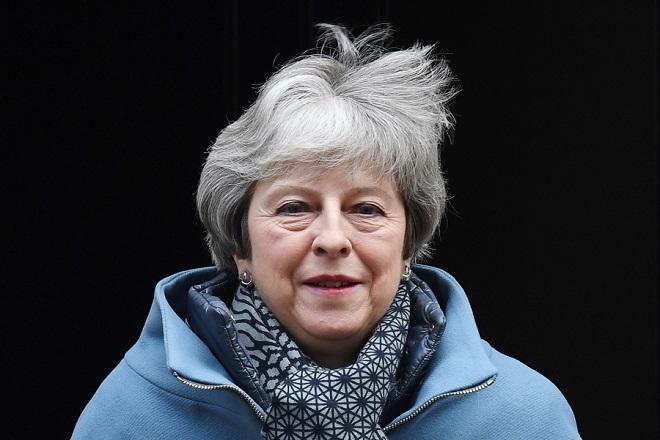Διαβεβαιώσεις Μέι ότι θα αποφύγει το Brexit χωρίς συμφωνία