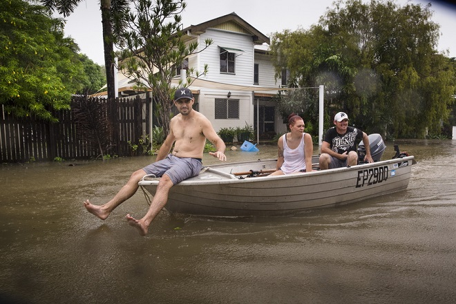 epa07337683 (L-R) Rosslea residents Stephen Jubbs, Stacie Little and Stephen Dobbs take their boat around floodwaters in Rosslea, Townsville, Queensland, Australia, 02 February 2019. Thousands of residents downstream from the Ross River dam were evacuated after flash floods hit the region following heavy rains, media reported.  EPA/ANDREW RANKIN  AUSTRALIA AND NEW ZEALAND OUT