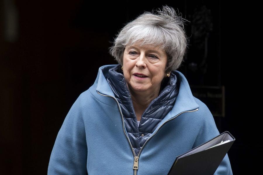 Ο βρετανικός Τύπος κατά της Μέι: Κινδυνεύει να βιώσει την «πλήρη κατάρρευση»