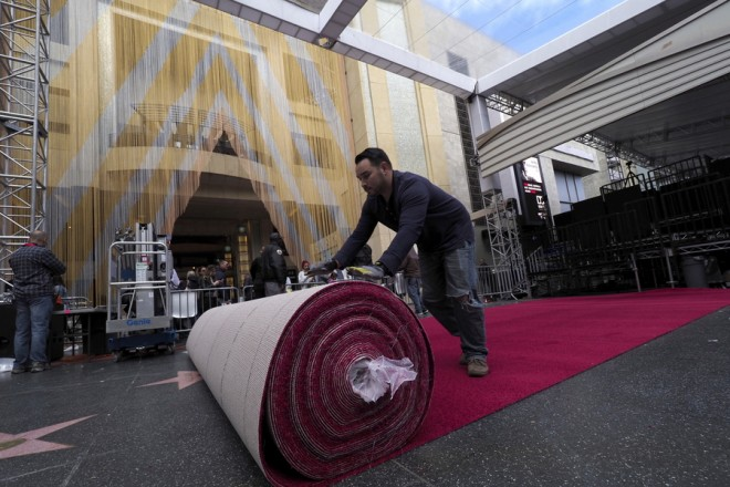 epa07386498 Worker roll out the red carpet  during preparations for the 91st annual Academy Awards in Hollywood, California, USA, 21  February 2019. The Oscars are presented for outstanding individual or collective efforts in 24 categories in filmmaking.  EPA/JOHN G. MABANGLO