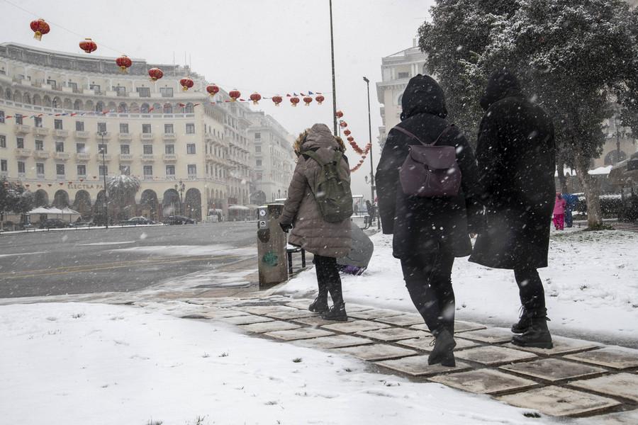 H κακοκαιρία «σαρώνει» τη χώρα: Χιονοκαταιγίδα στη Ροδόπη- Καταστροφές στην Κεντρική Ελλάδα