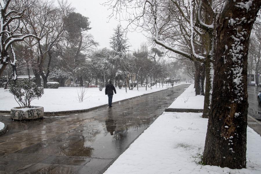 Βροχές και παγετός σήμερα – Χιόνια σε Πάρνηθα και Πεντέλη. Κλειστή η Λ. Πάρνηθος