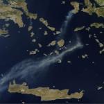 ΔΟΡΥΦΟΡΟΣ NASA: ΟΙ ΚΑΠΝΟΙ ΑΠΟ ΤΗΝ ΦΩΤΙΑ ΣΤΗ ΧΙΟ ΕΦΤΑΣΑΝ ΜΕΧΡΙ ΤΗΝ ΚΡΗΤΗ