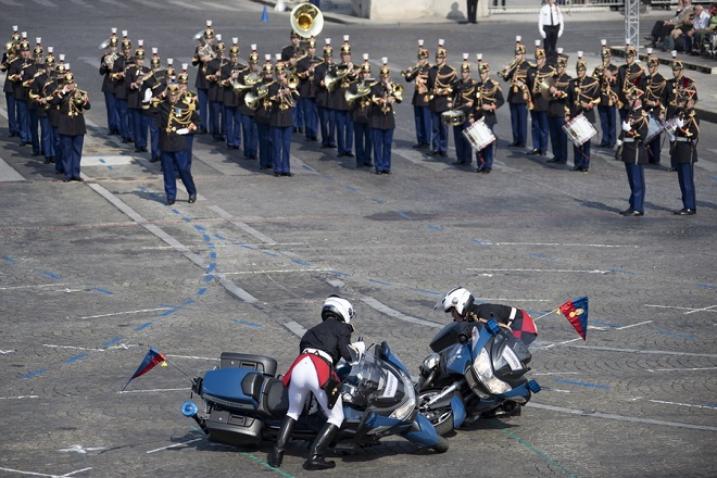 epaselect epa06887681 French gendarmes pick up their motorbikes after colliding during a performance as part of the annual Bastille Day military parade on the Champs Elysees avenue in Paris, France, 14 July 2018. Bastille Day, the French National Day, is held annually on 14 July to commemorate the storming of the Bastille fortress in 1789.  EPA/IAN LANGSDON