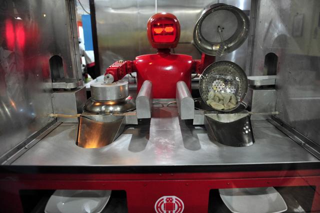 Ένας μάγειρας-ρομπότ που κάνει ότι του λέμε