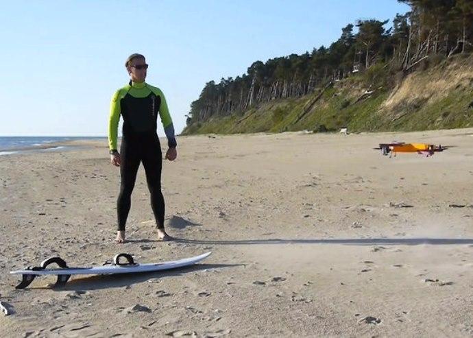Βίντεο: Ένα drone πιστό σαν σκύλος!