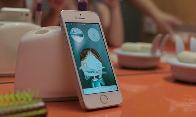 Έντεκα «κουλ» πράγματα που κάνουν οι γονείς με ένα iPhone