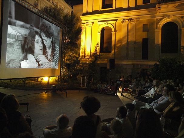 Όλη η Αθήνα ένα θερινό σινεμά