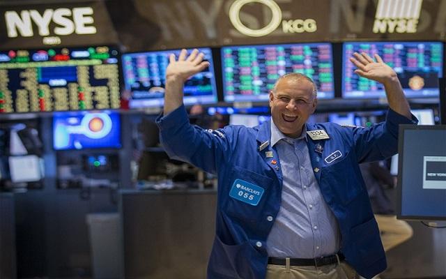 Έσπασε το φράγμα των 17.000 μονάδων ο Dow Jones