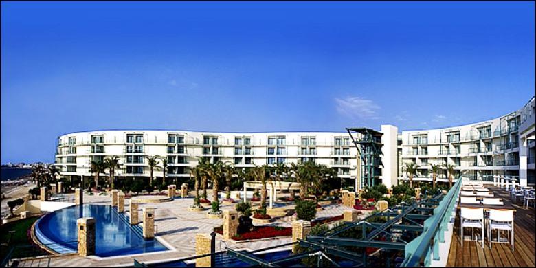 Πωλείται το Club Hotel Loutraki