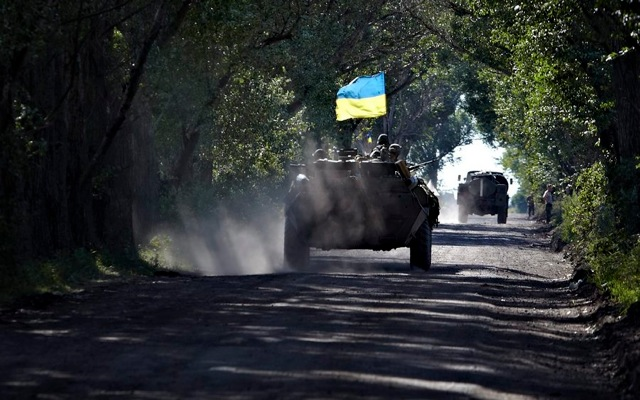 Ουκρανική σημαία κυματίζει και πάλι σε πόλεις της ανατολικής Ουκρανίας
