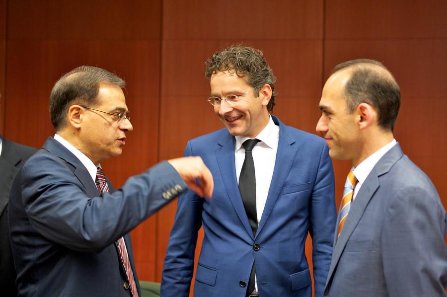 Συνδέουν την ελάφρυνση του χρέους με νέες υποχρεώσεις για την Ελλάδα
