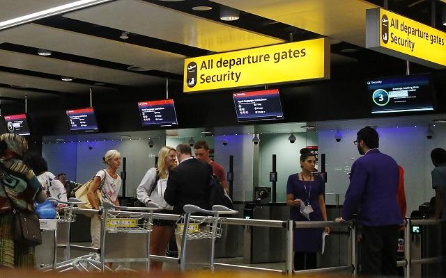 Φορτίστε τις ηλεκτρονικές σας συσκευές ή «παγιδευτείτε» στο αεροδρόμιο