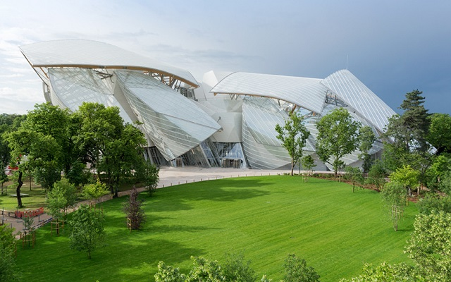 Aνοίγει τις πόρτες του το μουσείο του Louis Vuitton