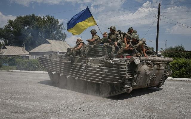 Άμεση ρωσική εμπλοκή στο πεδίο των μαχών βλέπει ο Ουκρανός πρόεδρος