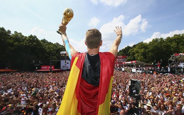 Υποδοχή ηρώων για την εθνική Γερμανίας – Δείτε τις φωτογραφίες