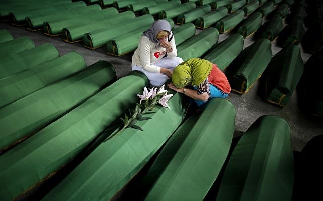 Υπεύθυνη η Ολλανδία για τον θάνατο 300 ανθρώπων στη Σρεμπρένιτσα
