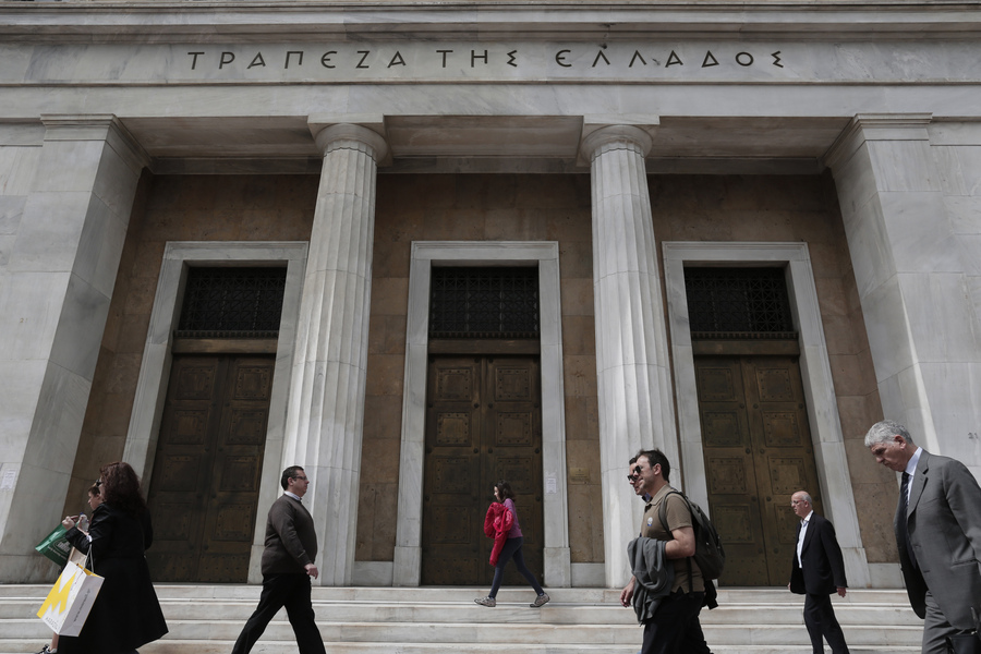 Αυξήθηκαν οι καταθέσεις των ιδιωτών τον Μάιο- Τι δείχνουν τα στοιχεία της ΤτΕ για τα δάνεια