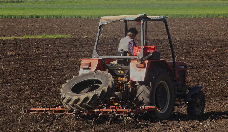 Δέσμευση της κυβέρνησης για δημιουργία νέας αναπτυξιακής τράπεζας για τους αγρότες