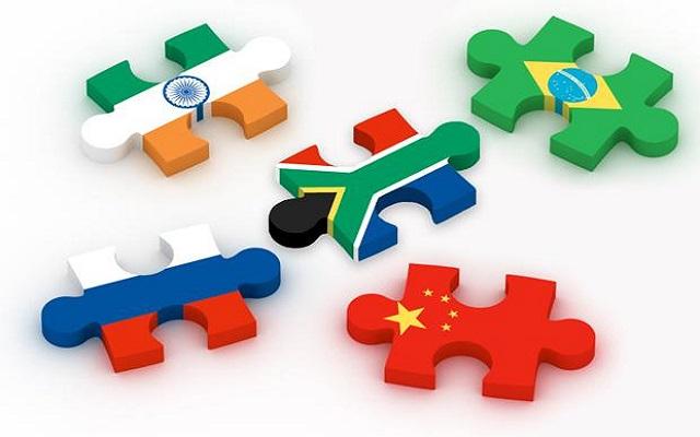 Δολάριο με το «ζόρι» για τις BRICS