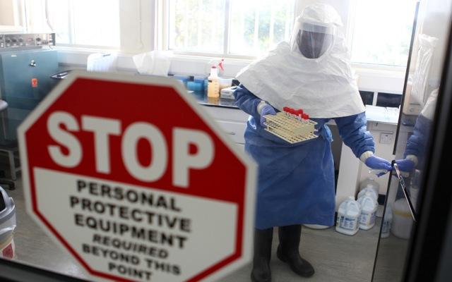 Συναγερμός από τον ΠΟΥ για την επικίνδυνη εξάπλωση του ιού Έμπολα