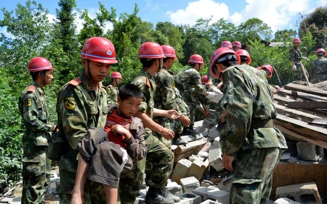 Τουλάχιστον 150 νεκροί από το «χτύπημα» του Εγκέλαδου στην Κίνα