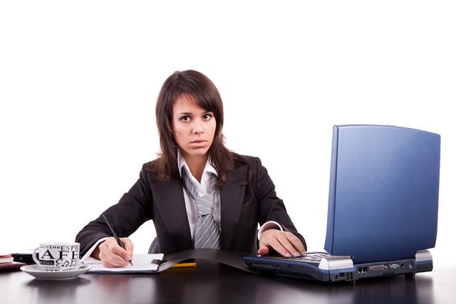 «Φρενάρουν» τα στερεότυπα την επαγγελματική εξέλιξη των γυναικών;