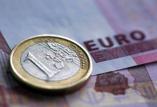 FAZ: Περίπου 1,4 εκατ. οικογένειες στην Ελλάδα έλαβαν κοινωνικό μέρισμα μέχρι και 1.350 ευρώ