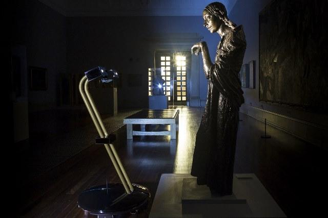 «Τρυπώστε» τα μεσάνυχτα στο μεγαλύτερο μουσείο του Λονδίνου