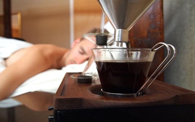 Ένα ξυπνητήρι που χτυπάει με… καφέ