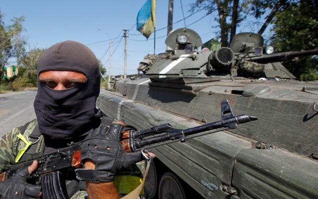 Σφοδρές μάχες και δεκάδες νεκροί στην ανατολική Ουκρανία