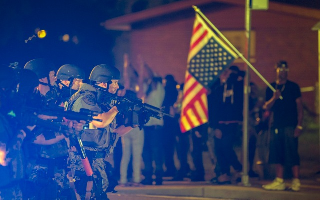 Ταραχές για άλλη μια νύχτα στο Φέργκιουσον των ΗΠΑ