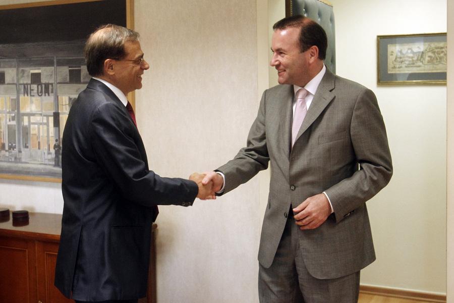 Συνάντηση Χαρδούβελη με τον επικεφαλής του ΕΛΚ στην Ευρωβουλή