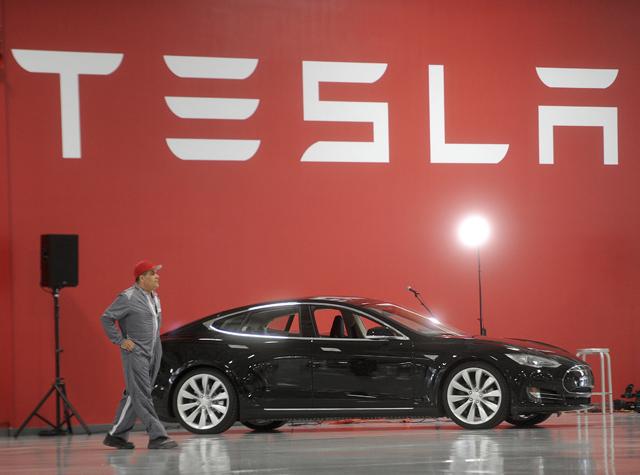 Η Tesla στην… πρίζα