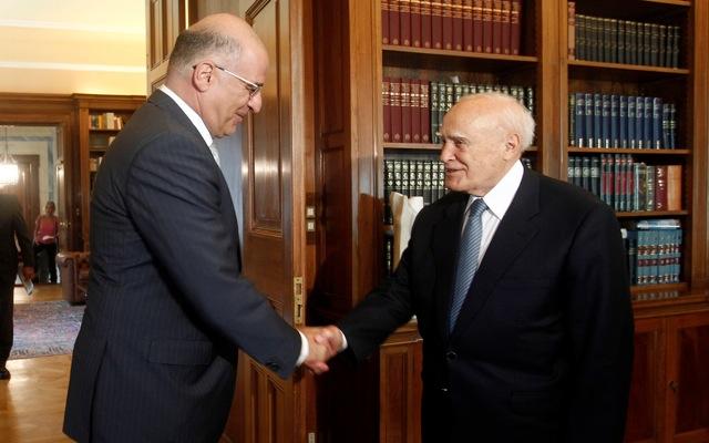 Στο Προεδρικό για τα «κόκκινα δάνεια» ο Ν. Δένδιας