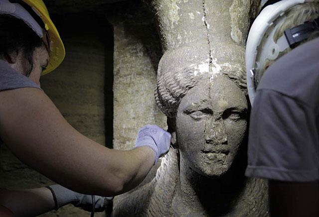 Νέες αποκαλύψεις στην Αμφίπολη: Ολόσωμες οι Καρυάτιδες