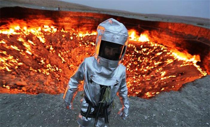Ατρόμητος Έλληνας μια ανάσα από τον καυτό βυθό ηφαιστείου!