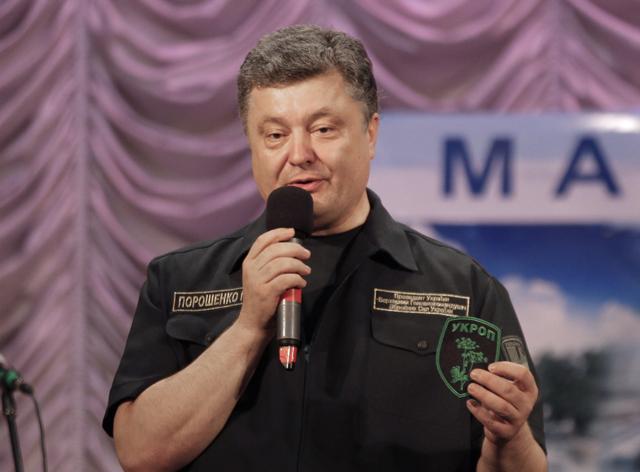 Για απελευθέρωση 12.000 αιχμαλώτων κάνει λόγο ο Ποροσένκο