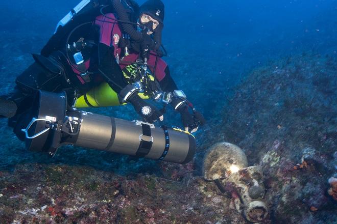 amphora_diver